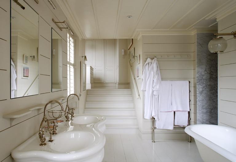terrific-free-standing-bathroom-towel-rack
