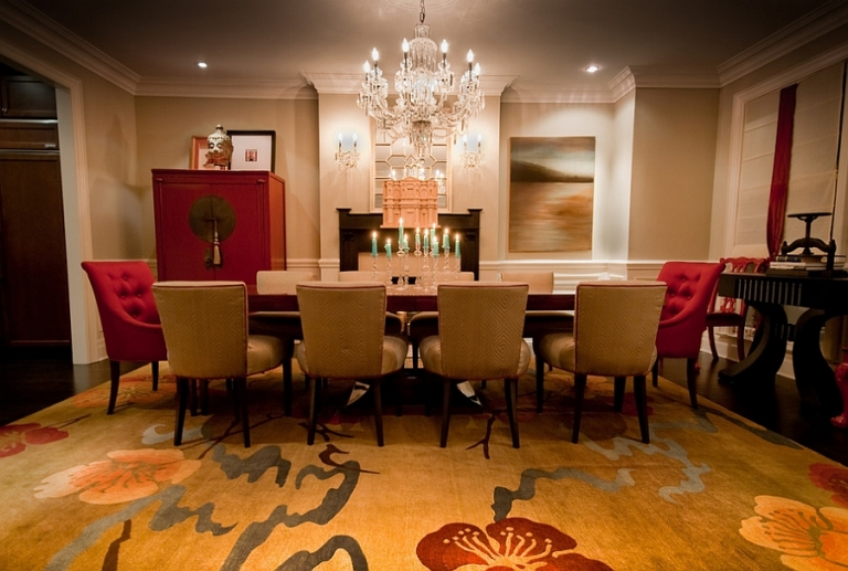 Exquisite-dining-room-in-gold-and-red