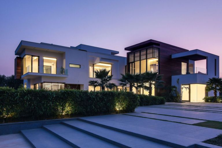 architecture-house-design-modern-small-sustainable-homes-with-luxury-facade-house-view-on-combined-stunning-front-yard-and-magnificent-large-glass-window-also-glamorous-lighting-interior-house-amazin-