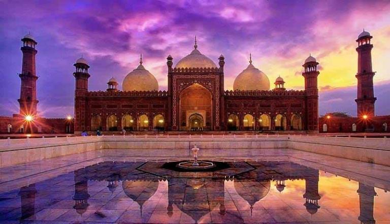 Badshahi-mosque-
