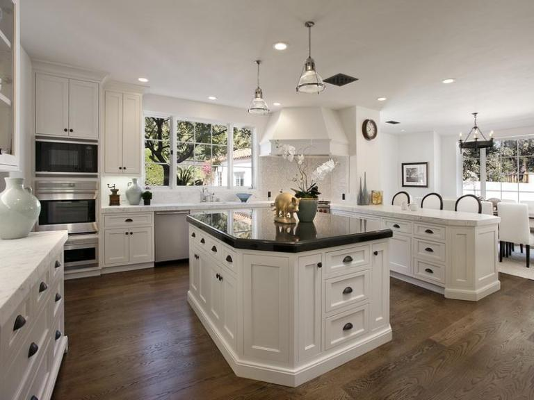 kitchen-luxury-white-kitchen-cabinet-with-black-countertop-for-white-luxury-kitchens